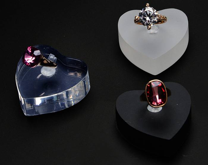 Heart-shaped Acrylic Jewelry Display Finger Ring Display Stand Ring Holder XH35-1
