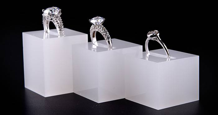 White Acrylic Slotted Block Jewelry Hand Ring Holder XH34-3