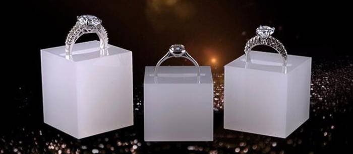 White Acrylic Slotted Block Jewelry Hand Ring Holder XH34-4